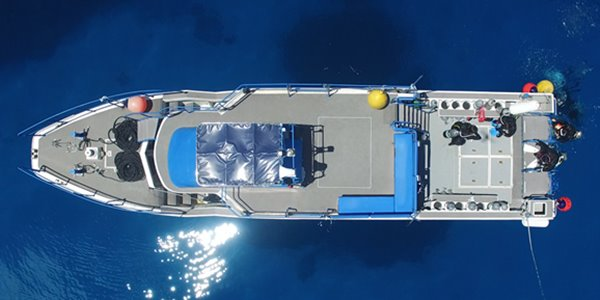 大型ダイビング船
